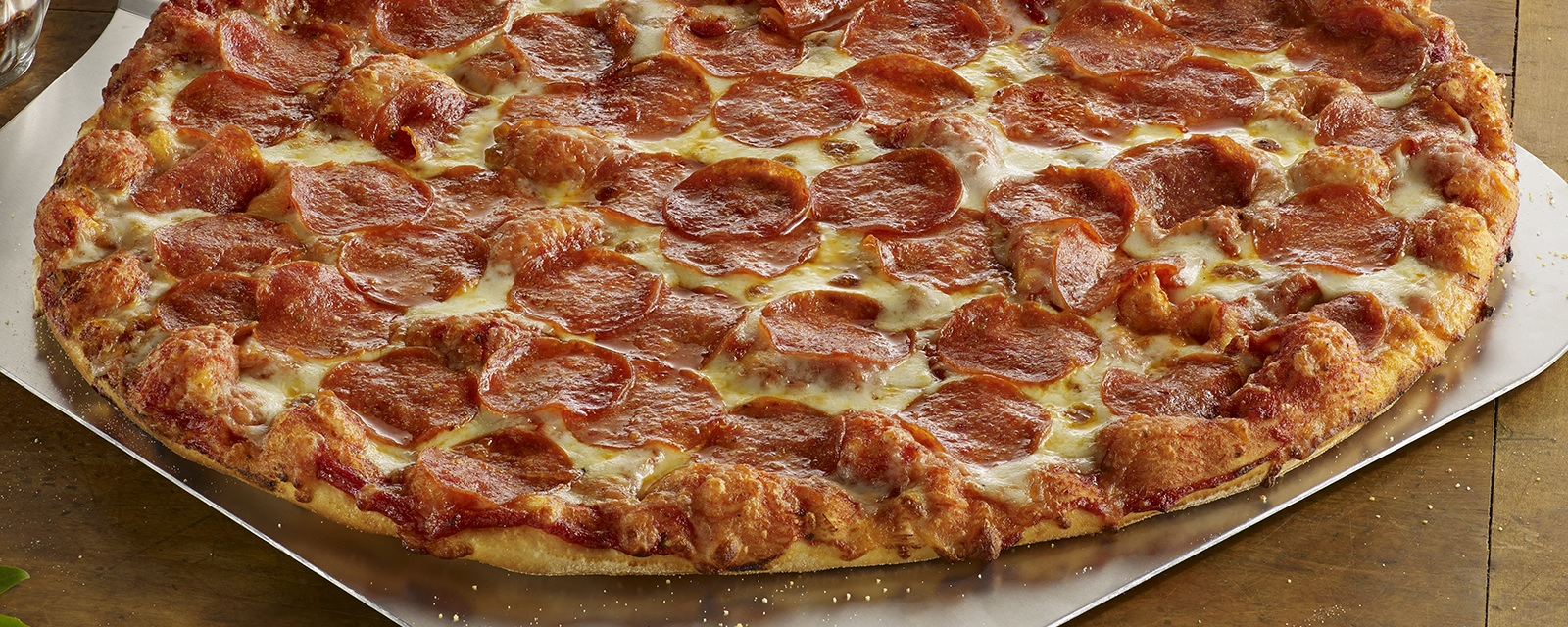 Shakey's Hero Image - Get a medium 1-topping pizza for $5.99 when you buy a large PCM combo